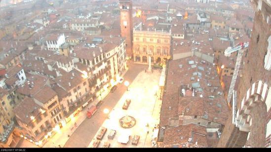 20170222 Piazza Erbe alba dorata Verona webcam