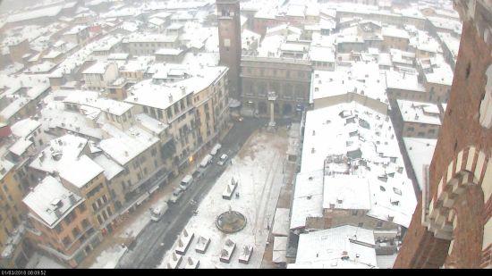 20180301 Neve Verona Piazza delle Erbe webcam