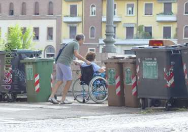 disabile in carrozzina ponte garibaldi verona