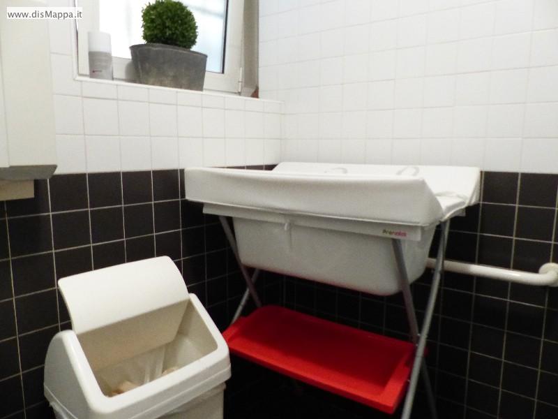 Fasciatoio bagno disabili Pizzeria Ristorante Olivo, Verona