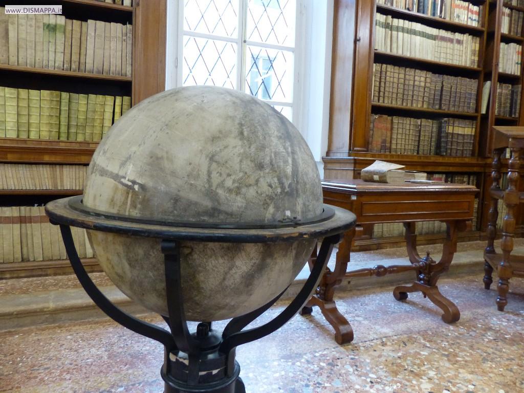 Lo splendido mappamondo antico nella Biblioteca Storica
