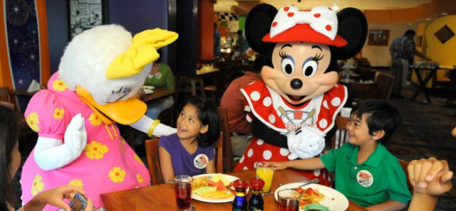 What Character Meals are at Disneyland? 1