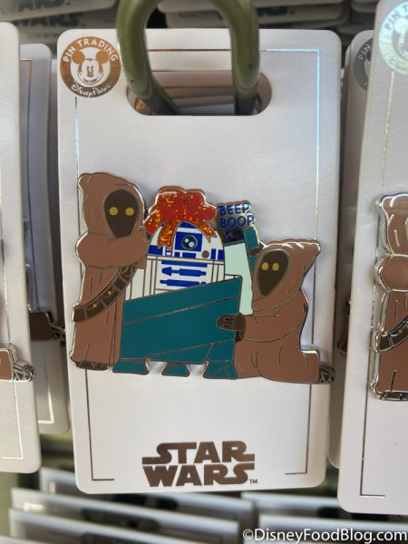 Disneyland 2020 Pin Traders Christmas Pin Star Wars R2D2