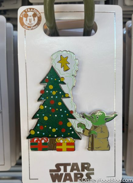 Disneyland 2020 Pin Traders Christmas Pin Yoda Star Wars