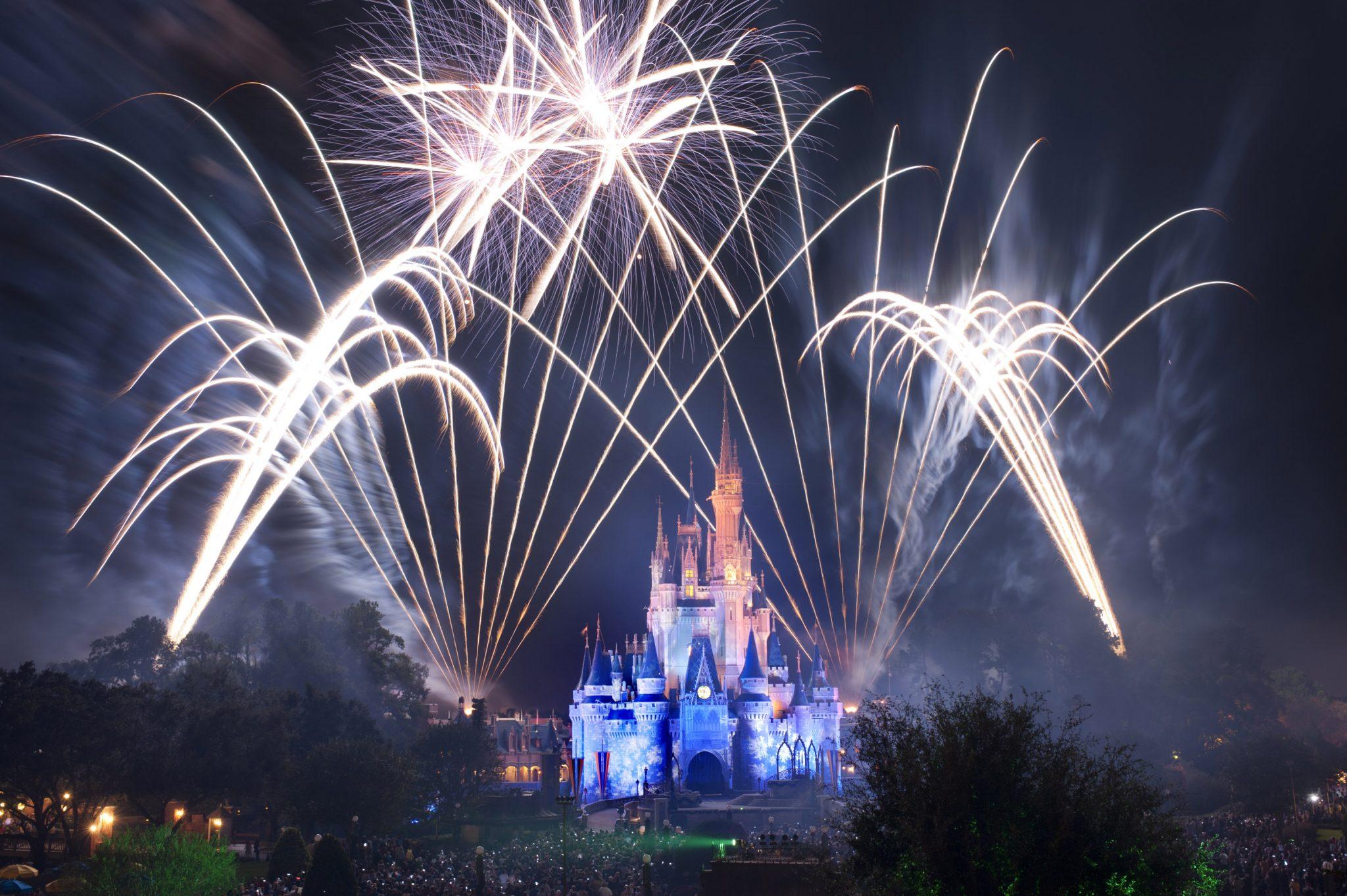 Walt-Disney-World-Holidays-Firewors