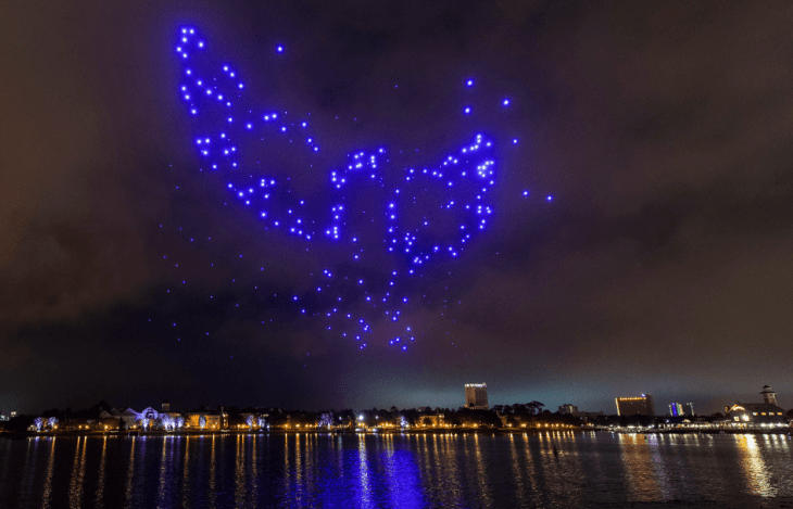 disney-springs-nighttime-drone-show