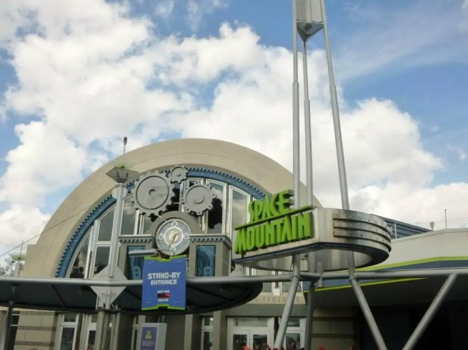 Space Mountain - Disney in your Day