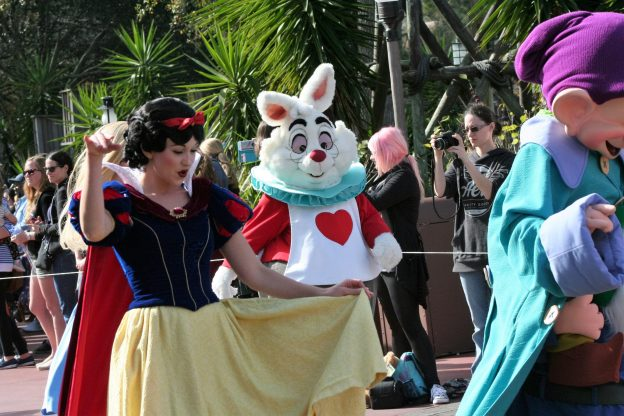 where to meet Snow White - Disney in your Day