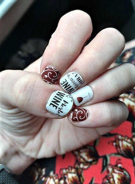 Disney inspired nails - Disney in your Day