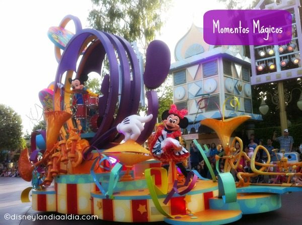 Mickey y Minnie en Soundsational Parade
