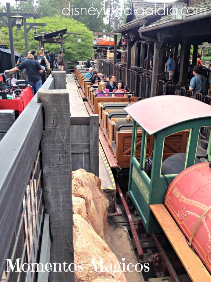 Momentos Mágicos~ a bordo el tren Big Thunder Mountain Railroad - Disneylandiaaldia.com