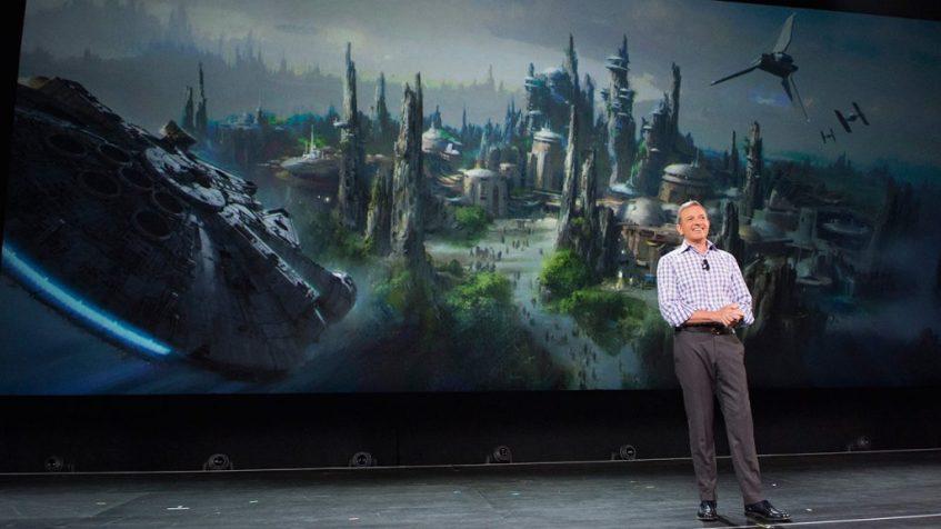 Bob Iger anunciando las noticias de Star Wars Land ¿Cuando abre el Mundo de Star Wars en Disneylandia?