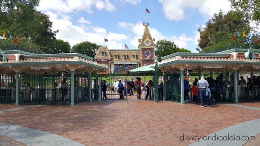 Entrada a Disneylandia