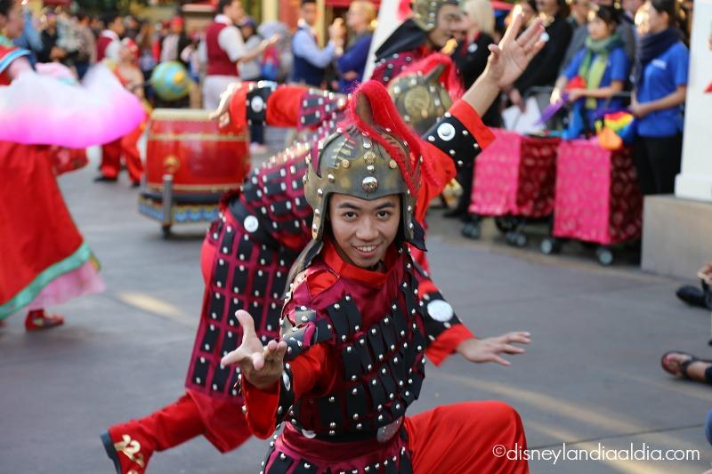 Bailarines del Año Nuevo Lunar en Disney California Adventure