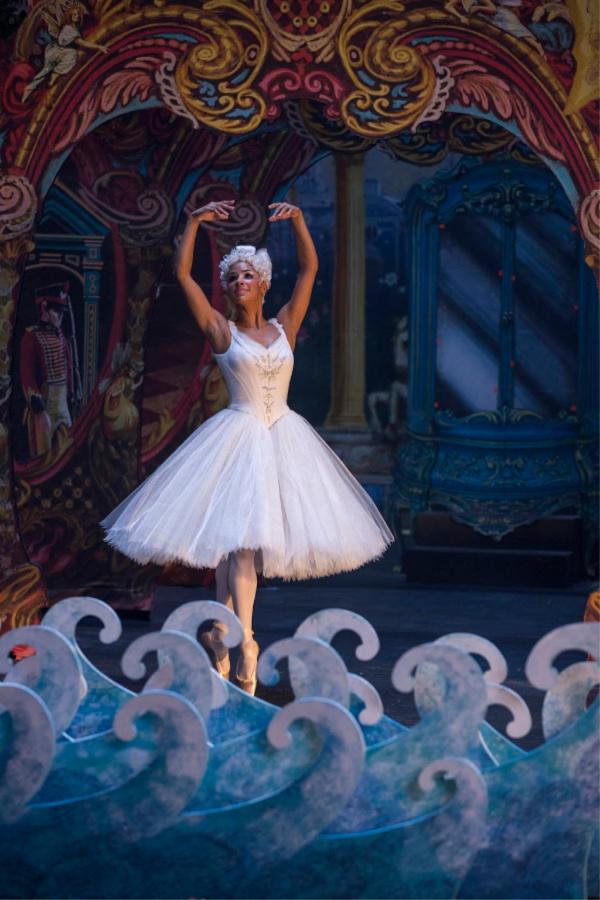 Bailarina en El Cascanueces y los Cuatro Reinos