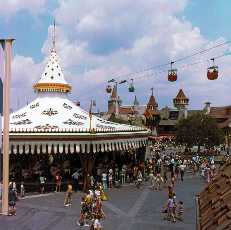 WDW-415A%20-%20Golden%20Carrousel%20and%
