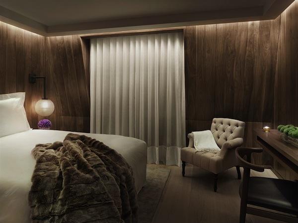London-EDITION-Bedroom-Photo-by-Nikolas-Koenig