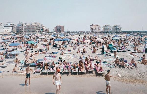 Massimo-Vitali-Beach-and-Disco-Ostia-1997
