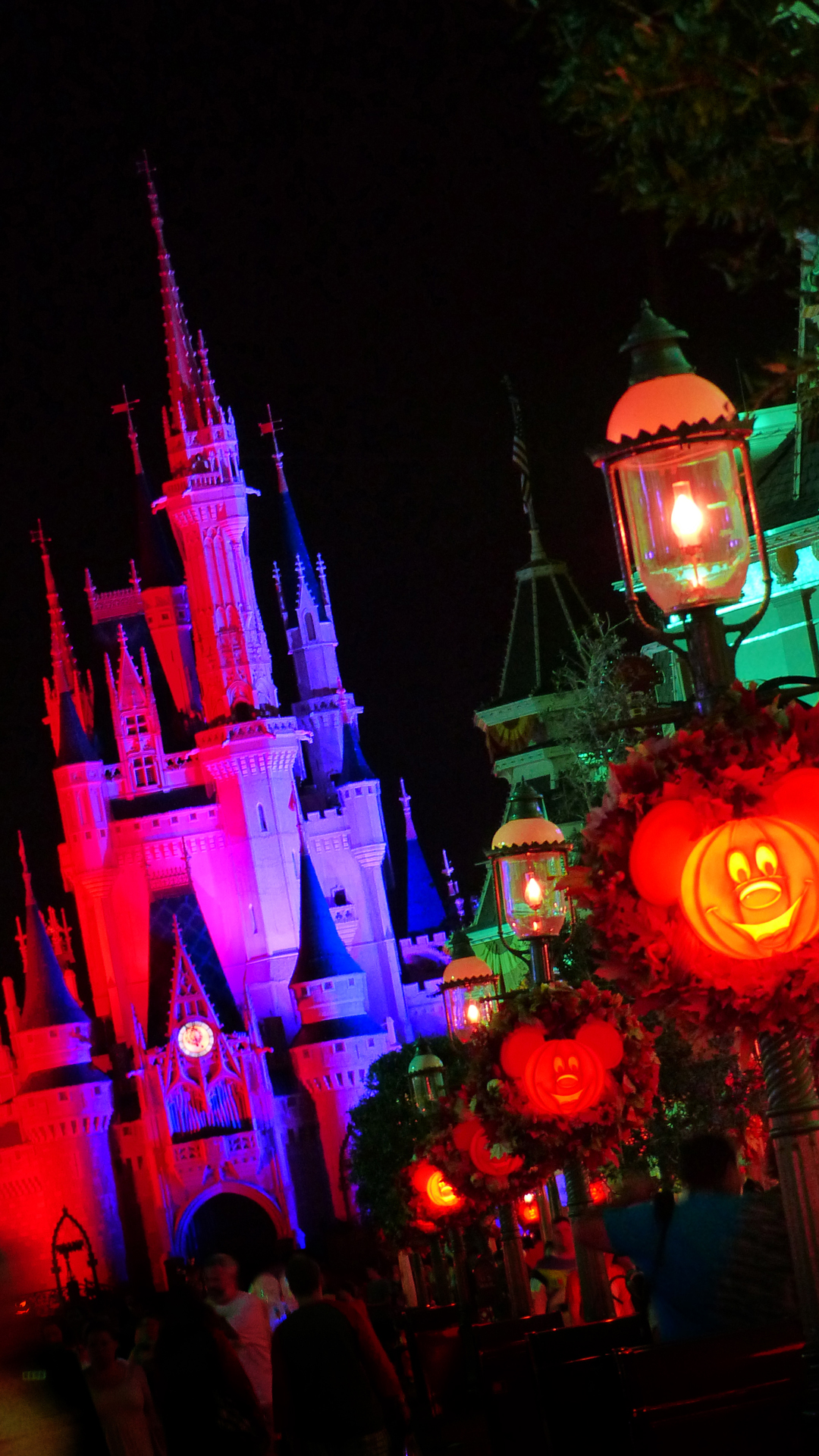 Mickey's Not-So-Scary Halloween Party - Disney iPhone Wallpaper