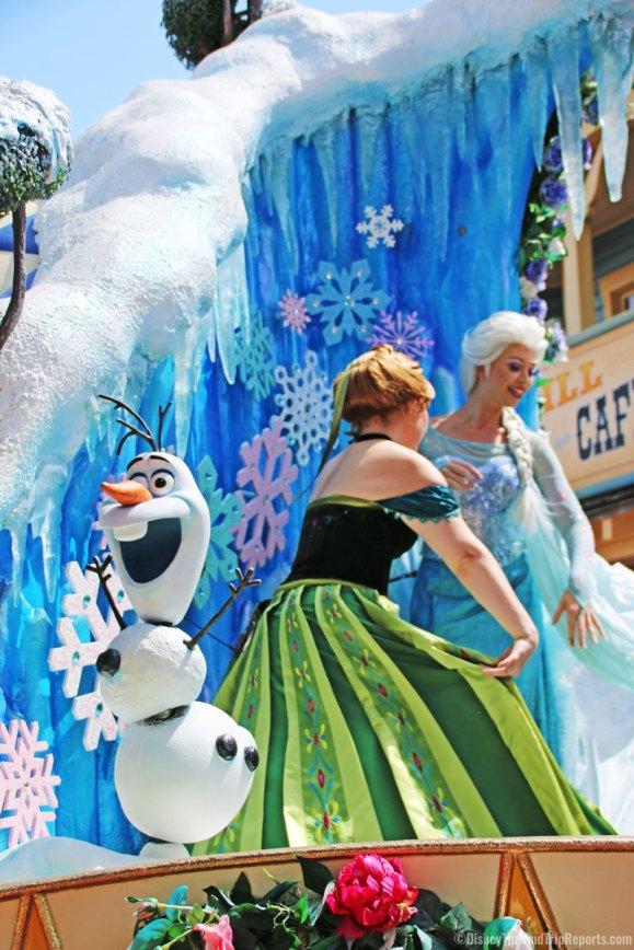 Festival of Fantasy Parade - Magic Kingdom - Olaf, Anna & Elsa