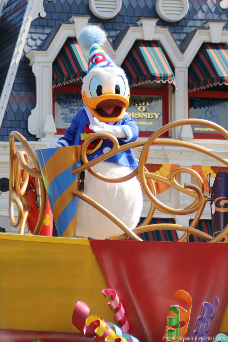 Move It! Shake It! Dance & Play It! Street Party - Donald Duck