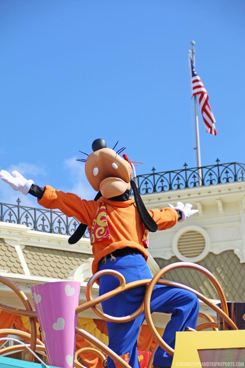 Move It! Shake It! Dance & Play It! Street Party - Goofy