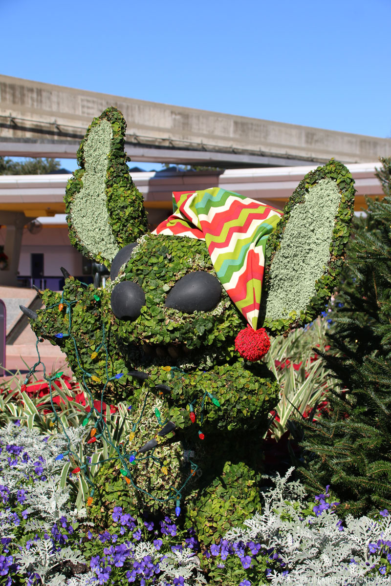 Stitch - Epcot Epcot Christmas Topiaries