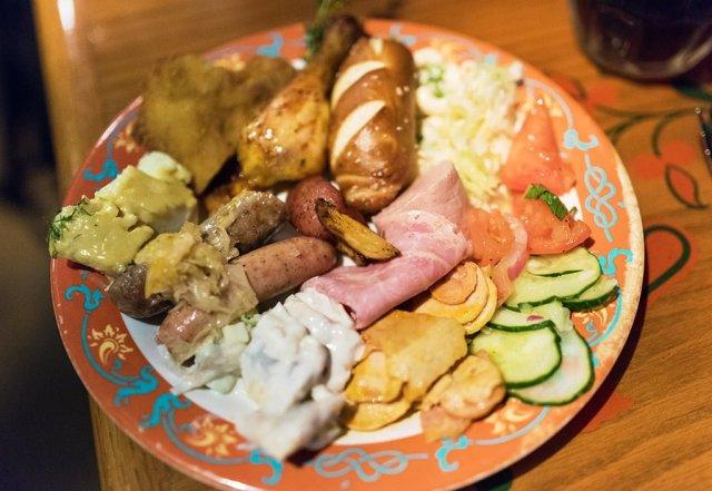 biergarten-epcot-food-plate-1