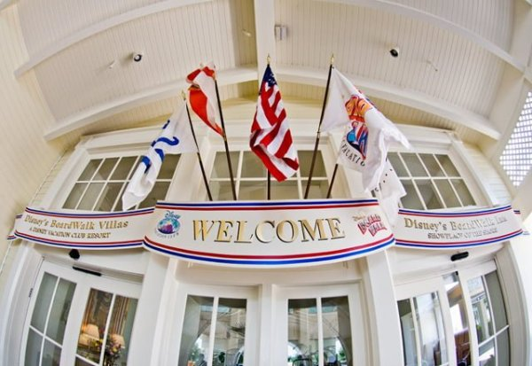 disney-boardwalk-inn-entrance