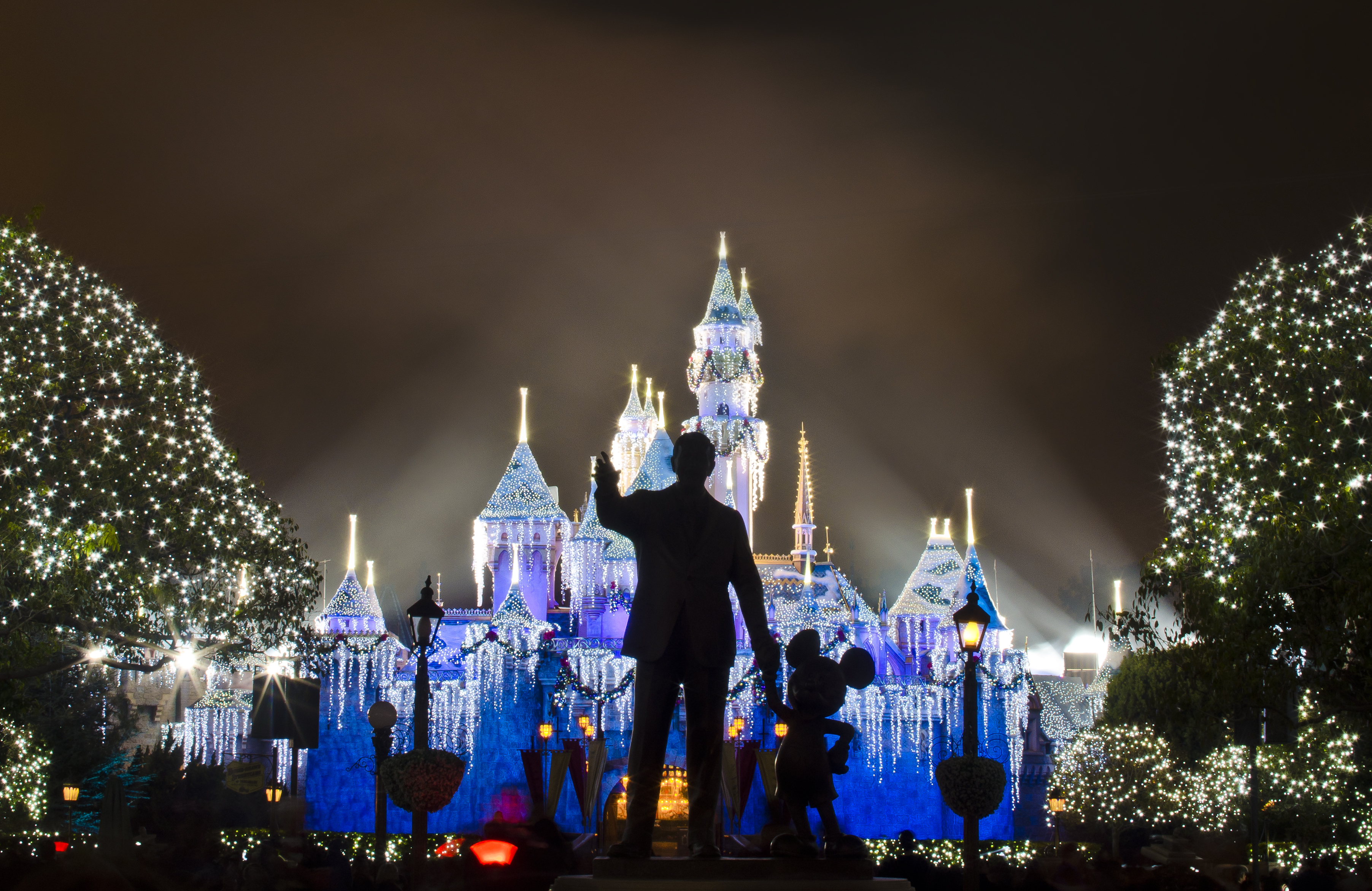 believe in holiday magic disneyland fireworks photos. Black Bedroom Furniture Sets. Home Design Ideas