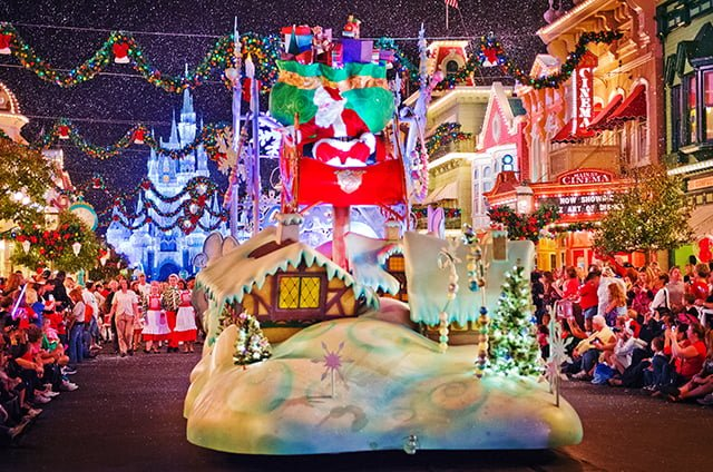 disney-christmas-parade-santa