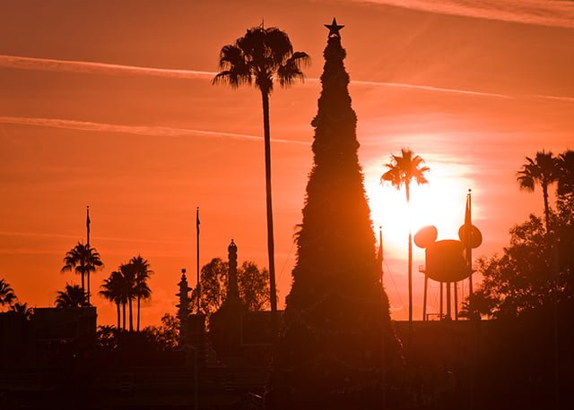 disneys-hollywood-studios-christmas-earful-tower-sunset-bricker