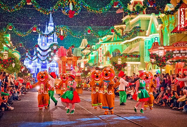 gingerbread-people-christmas-parade