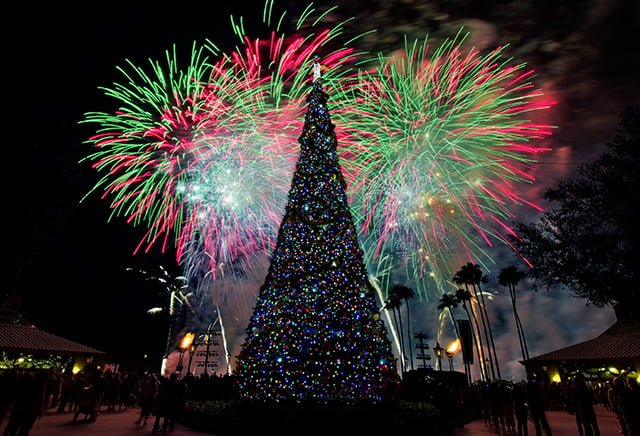 illuminations-finale-christmas-tree-bricker