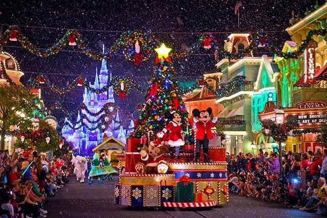 mickey-minnie-once-upon-christmastime-parade-bricker