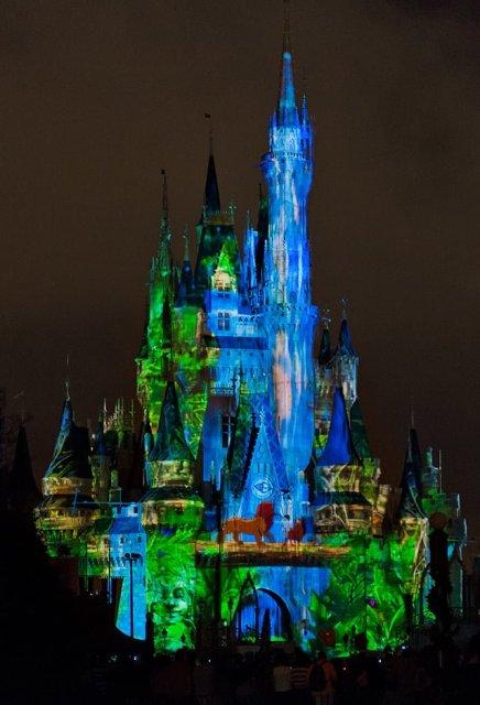 new-castle-projection-show-lion-king-bricker