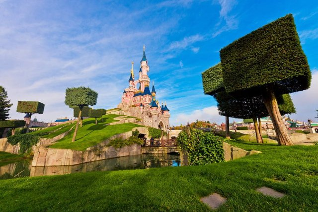 disneyland-paris-sleeping-beauty-castle-bricker
