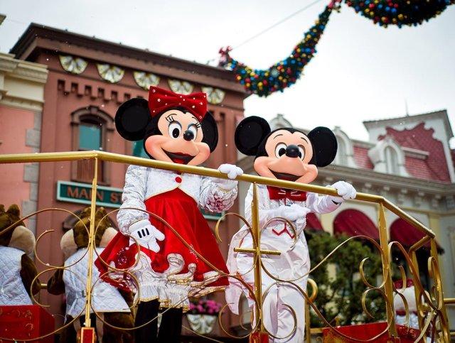 Mickey Minnie Christmas Cavalcade