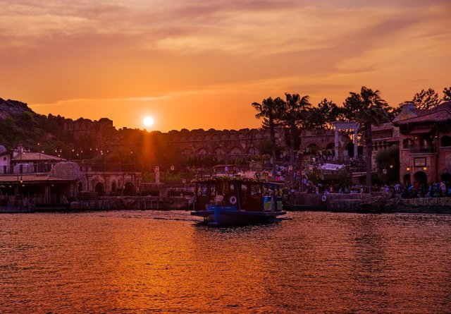 spring-voyage-boat-sunset