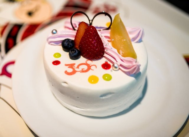 30th-anniversary-cake-tokyo-disneyland