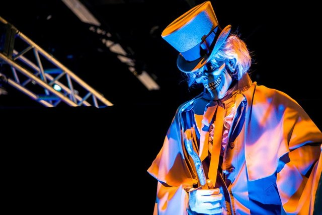 hatbox-ghost-animatronics-disneyland-haunted-mansion-disney-d23-expo-portrait
