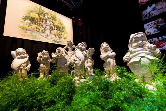 snow-white-models-d23-expo