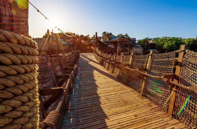 lost-river-delta-bridge-sunburst-tokyo-disneysea