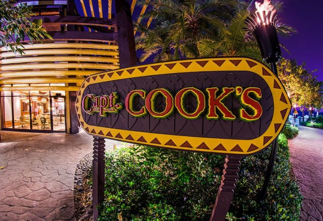 captain-cooks-sign-night