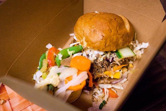 pork-sandwich-captain-cooks-disney-polynesian