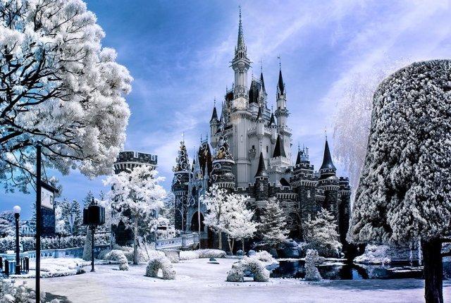 tokyo-cinderella-castle-landscape-infrared
