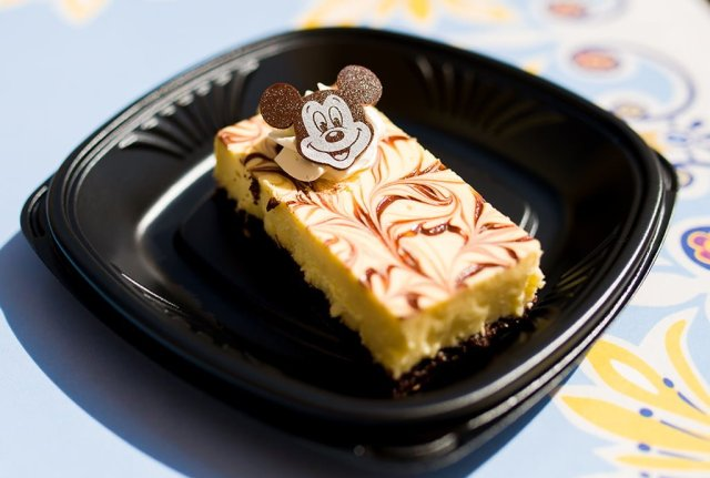 jolly-holiday-bakery-mickey-mouse-treat