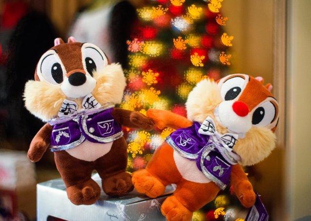 chip-dale-christmas-plush-snowflake-bokeh-hong-kong-disneyland copy
