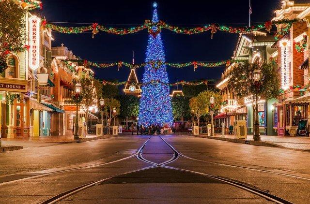 disneyland-christmas-tree