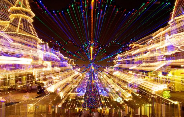 zoom-exposure-main-street-christmas